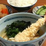四國うどん - 天ぷらわかめの定食