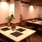 しゃぶ亭 - テーブル 4人掛け・3人掛け