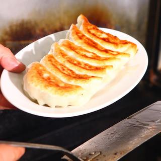 種類豊富な肉汁たっぷりの手作り餃子!