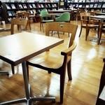 MJ BOOK CAFE by Mi Cafeto - 内観✧