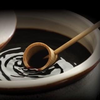 """素材にこだわる""""湯浅醤油""""を使用。"""