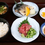 海鮮すなおや食堂 - まぐろ中落とさば塩焼き食 1090円