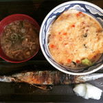 根室食堂 - いくらのとろろ丼と秋刀魚の塩焼き定食。