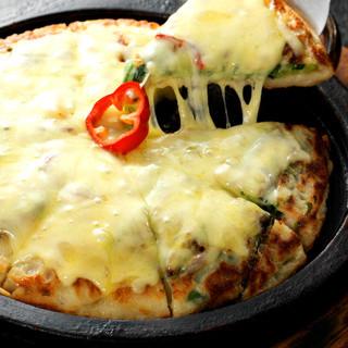 熱々のチヂミにトロけるチーズ