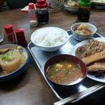 丸二食堂 - 13/03/07 丸二定食 (豚たれ炒、さけフライ、目玉焼き、揚げもち) 550円