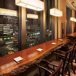 南国酒家 - 夜景の見えるカウンター席