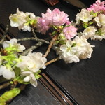北新地 湯木 - 2015.3 テーブルには桜が飾られていました。