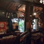 さぼうる - 山小屋のような雰囲気の店内