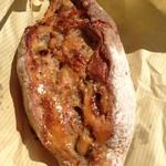 山下製パン所 - ライ麦パン ブルーチーズとはちみつ(280円)