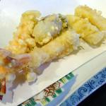 36391071 - 「天ぷら定食」エビ2尾・イカ・牡蠣・白身魚