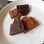 エルメス カフェ - カフェラテについてくるチョコレート