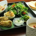 オーガニックカフェ han - false fish plate(お魚もどきのプレート)