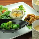 オーガニックカフェ han - false meet plate(お肉もどきのプレート)