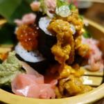 魚虎 - ぶっかけ巻き寿司¥980