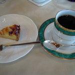指帆亭 - コーヒにお菓子が付くと又・