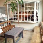 くるみの木 - 店舗奥の待ち合いスペース