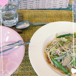 アイアンドアイ カフェ - 本日のパスタ(トマト・アスパラ・キャベツのオイルパスタ)