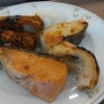 釧路ロイヤルイン - 焼き魚、トンカツ