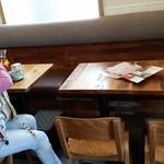 タイ料理研究所 - ソファ付きテーブル
