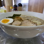 川越大勝軒 - ワンタン麺 通常(950円)の丼