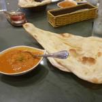 インド料理 ショナ・ルパ - ナンとチキンカレー