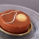 オクシタニアル - ミルクチョコとナッツのムース系のケーキ