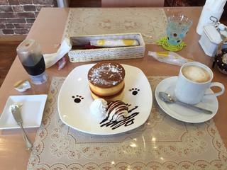 カフェバーディ - 今回注文したパンケーキとカフェオレ
