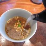 蕎・馳走 岩舟 - 蕎麦湯を注ぐ(2015/3)