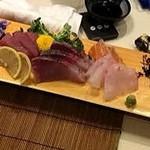 日本酒 寿亭 - 刺身盛り合わせは3人前なら1メートルのお皿で出てきます