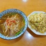 龍福園 - カレー炒飯と台湾ラーメンのセット