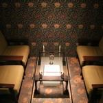BAR 京もーど - 奥のテーブル席です。