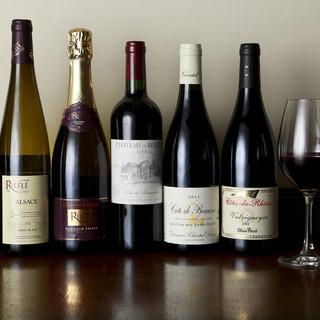 お料理に合うワインを豊富にご用意しております。