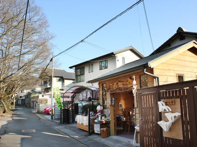 小道の店 - 志賀直哉旧居から徒歩1分。同じ通りです。