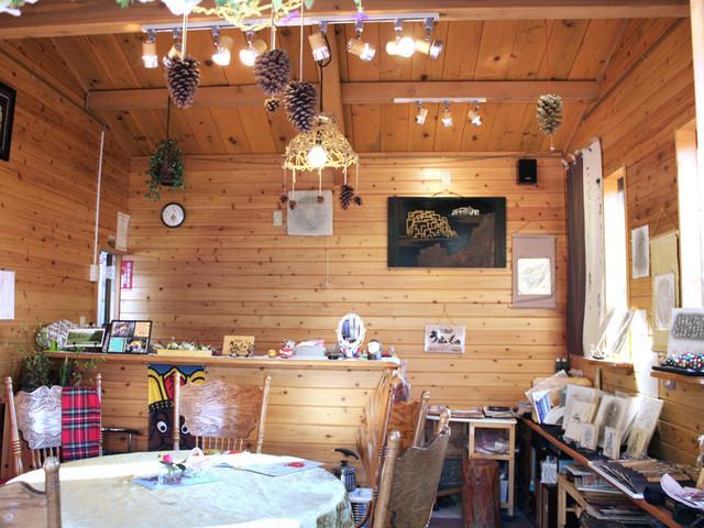 小道の店 - 小さな店内はログハウスならではの空間