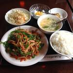 珍閣 - 青椒肉絲定食 700円