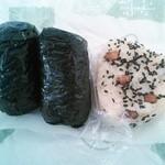 伊勢屋 - 鮭・たらこ・赤飯のおにぎり各120円