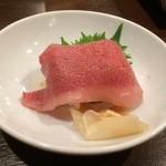 焼肉グレート - お通し 牛の握り寿司