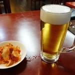三和園 - キムチと生ビール