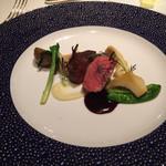 36480832 - 奈良の大和牛とフランスの子牛。ベルナルドのお皿が素敵。