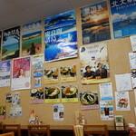 沖縄宝島 にらい  - サインがたくさんあります