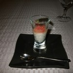 モンスレー - アミューズ、ホワイトアスパラのムースとグレープフルーツのプテイカクテル