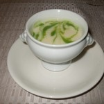 モンスレー - ポテトのクリームスープ、グリンピースのピュレ
