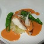 モンスレー - 鯛とキャベツのブレセ、甲殻類のソース