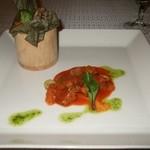 モンスレー - 肉、鶏肉のライスペーパー蒸し(中)と仔牛肉のオリーブ煮込み(仏)