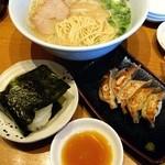 麺屋台 我馬 - 白うま(あっさり味)680円+100円Bランチ/餃子+おむすび。