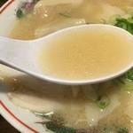 36486786 - スープは酔っ払いには少し物足りなさもありながらアッサリな豚骨に少しの醤油の味わい。