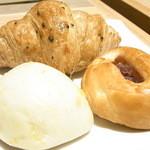 グレイスガーデン - 夜ランチの食べ放題のミニパン 胡麻クロワッサン チーズオニオン 紫芋☆♪