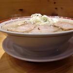 田中そば店 - 中華そば大盛の丼と皿