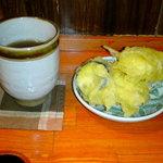 い草製麺所 - お茶と野菜の天ぷら ※野菜天ぷらはセルフで平日無料