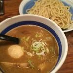 大勝軒next - つけそば 並盛300g 750円 山崎氏の訃報を知り、取り急ぎ渋谷の大勝軒nextへ。麺がうまいなぁ、スープしょっぱい。クーポンで味玉マシだよ!